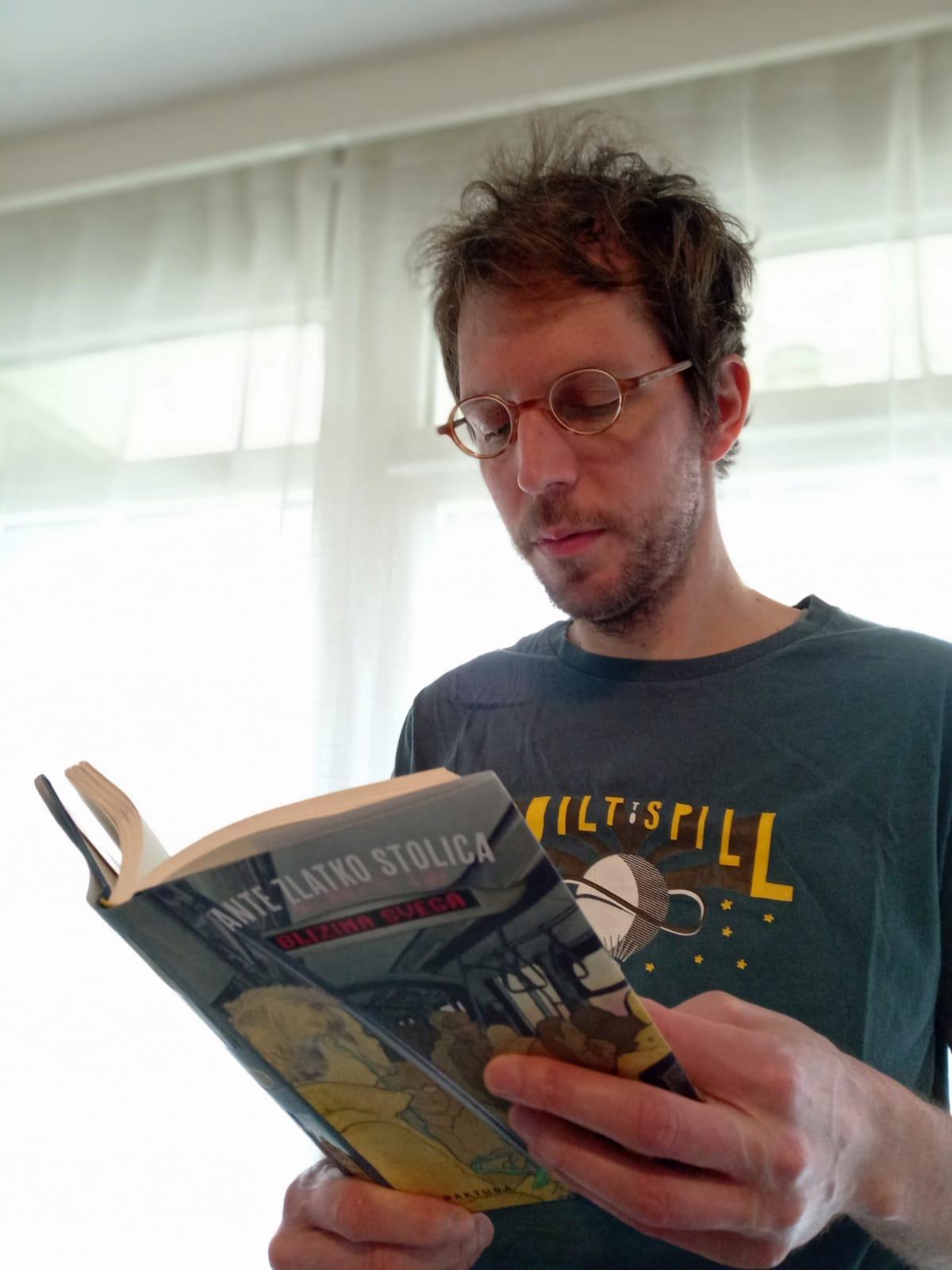 Andrija Škare: Knjiga o posve običnom životu i slasnim kriškama svakodnevice